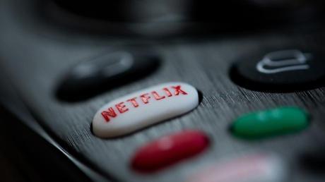 Der Streaming-Dienst Netflix darf in seinen Nutzungsbedingungen für Deutschland keine Klausel mehr verwenden, die jederzeit beliebige Preiserhöhungen erlaubt.