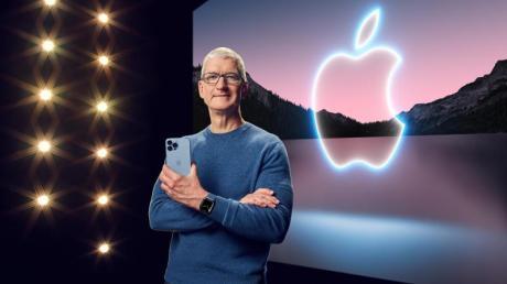 Apple-Chef Tim Cook präsentiert in einer aufgezeichneten Online-Übertragung das neue iPhone 13 Pro.