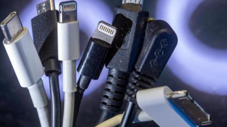 Die EU-Kommission will am Donnerstag einen Gesetzesvorschlag für einheitliche Ladebuchsen an Handys, Tablets und anderen Elektrogeräten machen.