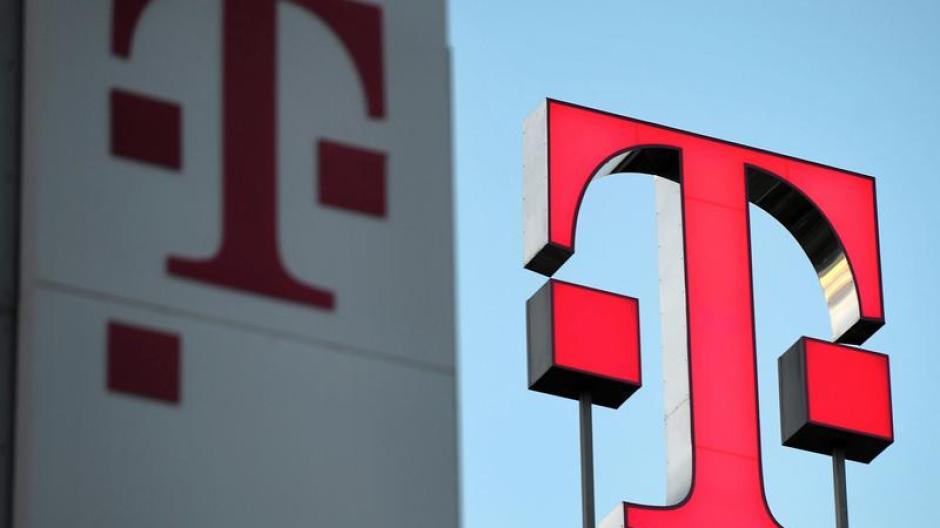 Kunden von Telekom, Vodafone und O2 klagen derzeit über Probleme mit Internet und Telefon.