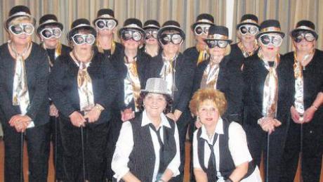 Fantasievoll kostümiert war die Tanzgruppe des Höchstädter Frauenbundes bei ihrem Auftritt während des Balls.