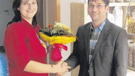 Bürgermeister Jürgen Kopriva gratulierte Andrea Mayershofer zur Eröffnung.