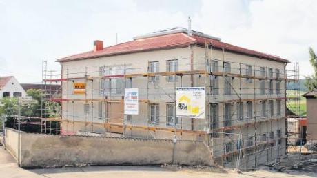 Die Arbeiten am neuen Bissinger Rathaus sind gerade in vollem Gange. Es werden zum Beispiel Malerarbeiten ausgeführt und die Steuerungsanlage installiert. Noch in diesem Jahr wollen Gemeinderat und Verwaltung einziehen.