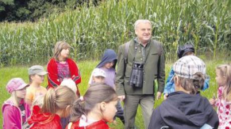 13 Blindheimer Kinder erlebten einen interessanten Waldtag mit Kreisvorsitzendem Helmut Jaumann.