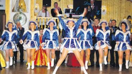Ohne viel Training beherrschten die Damen der Garde 2004 bei ihrem Überraschungsauftritt ihren fetzig getanzten Gardemarsch.