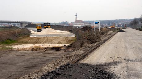Bis Mitte Juli soll die B 492 fertig sein.