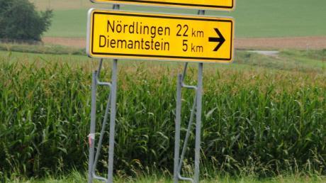 Die Strecke von Nördlingen nach Höchstädt ist die einzige direkte Verbindung des Landkreises Dillingen ins Ries. Doch dort kommt es immer wieder zu Unfällen, allein bei Unterliezheim sind es fünf pro Jahr.