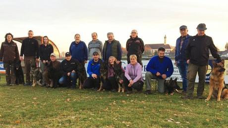 Die Teilnehmer der Herbstprüfung des Schäferhundevereins Mödingen.