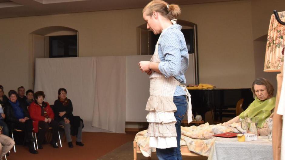Theateraufführung in Wertingen: Eine besondere Mutter-Tochter ...