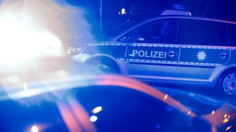 Mit einem Großaufgebot hat die Polizei eine illegale Party in Apfeltrach aufgelöst.