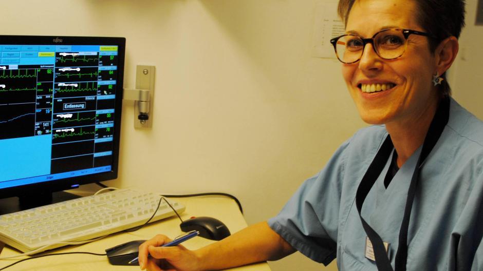 Eine Krankenschwester, die Nächte arbeitet