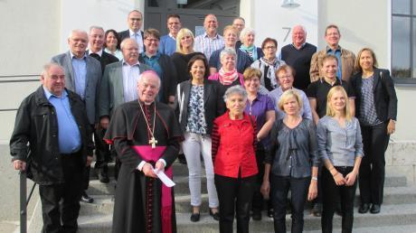 Weihbischof Anton Losinger sprach mit Vertretern aus den Kirchenverwaltungen und Pfarrgemeinderäten Gundelfingen, Echenbrunn und Peterswörth.