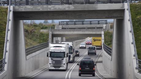 Hier in Steinheim endet die neue B16 aus Richtung Dillingen. Von dort rollt die Blechlawine noch auf Höchstädt zu.