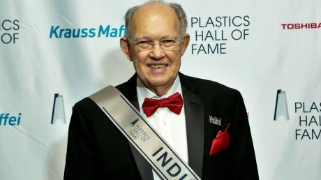 Martin Stark, der in Dattenhausen aufgewachsen ist und in den USA eine ungewöhnliche Karriere gemacht hat, wurde dort in die Plastics Hall of Fame aufgenommen.