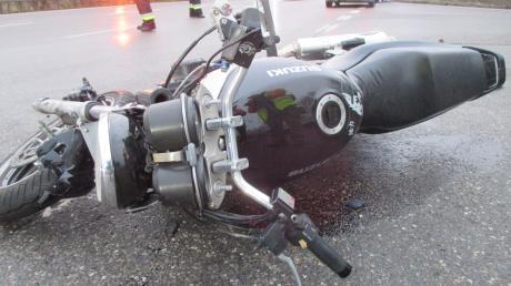 Ein Motorradfahrer hatte bei Mödingen einen Unfall.