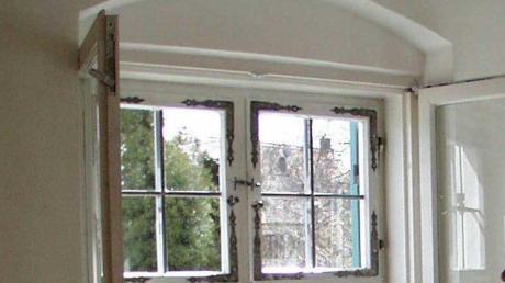 eine Frau wollte Fenster montieren lassen. Jetzt ist sie ihr Geld los.