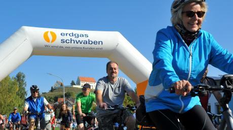 Alle Fahrradfahrer in diesem Bild haben Besonderes geleistet: Sie sind nur fürs Foto andersherum gefahren. Denn eigentlich begann die Tour Richtung Syrgensteiner Schloss.