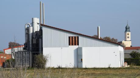 Am Ortseingang von Fristingen steht das Heizwerk der Nahwärmeversorgung, das die Genossenschaft und der Betreiber einst  gemeinsam errichtet haben.