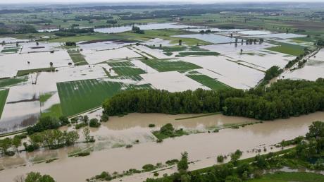 Beim Hochwasser im Juni 2013 sprang im Landkreis Dillingen der Riedstrom an. Das Foto zeigt das Gebiet Neugeschüttwörth an der Donau bei Gremheim, wo ein Flutpolder gebaut werden soll.