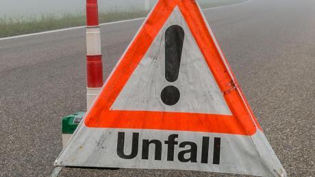 Schwere Verletzungen hat ein 61-jähriger Autofahrer am Dienstagmittag bei einem Unfall in Ziertheim erlitten.