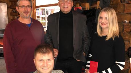 Bei der Weihnachtsfeier von links: Fraktionsvorsitzender Markus Stuhler, Tim Thomas, Kreis- und Ortsvorsitzender Dietmar Bulling und Elena Schmid.