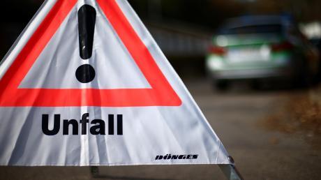 Zwischen Finningen und Mörslingen ist ein 18-Jähriger mit seinem Auto von der Straße abgekommen.
