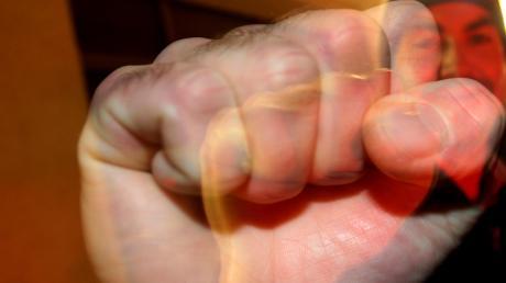 Ein 20-Jähriger ist in Kicklingen geschlagen worden.