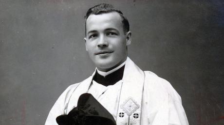 Das Bild zeigt Pfarrer Josef Bartl im Jahr 1937.