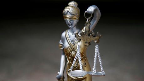 Am Amtsgericht Neu-Ulm ist die frühere Vorsitzende eines Fördervereins zu einer Bewährungsstrafe verurteilt worden.