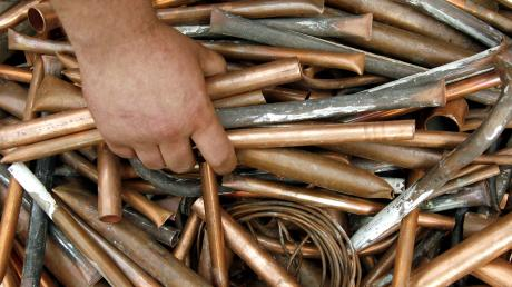 Diebe haben Kupfer (im Bild Buntmetalle) gestohlen.