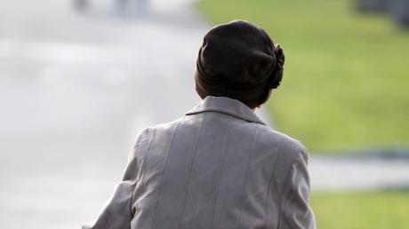 Betrüger haben versucht, eine ältere Dame aus Unterbechingen zu betrügen. Sie forderten 10.000 Euro von ihr.