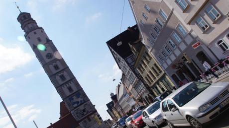 In Lauingens Innenstadt sind zu viele Fahrzeuge unterwegs.