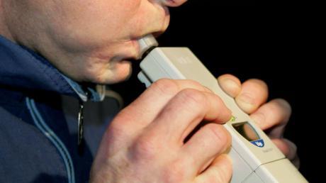 Ein Autofahrer ist in Rammingen mit Alkohol am Steuer erwischt worden.