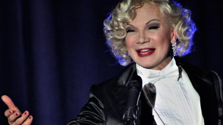 Chris Kolonko in seiner Paraderolle als Marlene Dietrich. Ihr hat er eine ganz Show gewidmet und mit dieser Show wird er im Mai 2020 wieder ins Stadeltheater kommen.