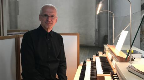 Das riesige Martinsmünster in Lauingen könnte dem Gastorganisten Professor Wilfried Bönig fast ein bisschen klein vorkommen – denn normalerweise spielt er im Kölner Dom.