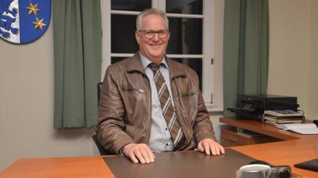 Bürgermeister Erhard Friegel arbeitet bereits wieder stundenweise im Rathaus.
