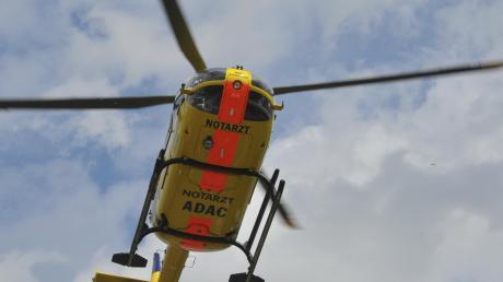 Zweiv Arbeiter haben sich in Steindorf bei einem Betriebsunfall schwer verletzt und mussten ins Krankenhaus.