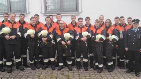 Die Mitglieder der Freiwilligen Feuerwehr stellten sich den Aufgaben der Prüfer mit Bravour. 19 Kameraden traten an, alle haben bestanden.