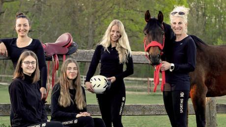 Das neue Distanzritt-Team aus Fristingen: (von rechts) Belinda Hitzler, Rebekka Nolde, Emily Schelldorf, Leonie Kopf und Alessia Dollinger.