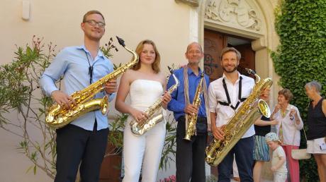 Das Newton-Saxofon-Quartett bei seinem Konzert auf Schloss Haunsheim: (von links) Sebastian Oberbauer, Laetitia Schwende, David Jäger und Andreas Hüüs.