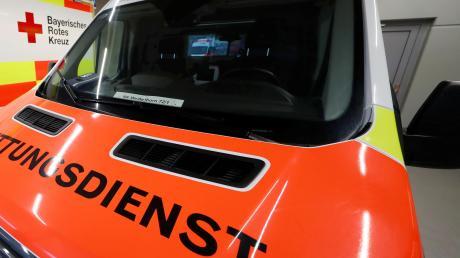Mit dem Rettungswagen (Symbolfoto) musste eine Sechsjährige am Dienstagabend nach einem Verkehrsunfall in Holzheim in das Dillinger Krankenhaus gefahren werden.