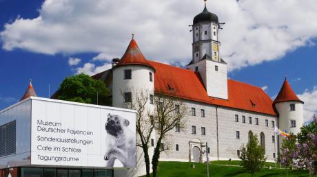 Das Höchstädter Schloss erhält eine Außenstelle des Bezirks Schwaben. Dies hat jetzt der Bezirksausschuss des schwäbischen Bezirkstags entschieden.