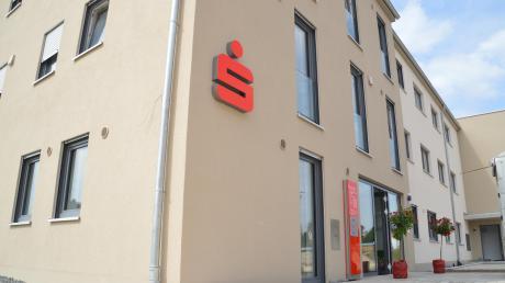 Im neuen Wohn- und Geschäftshaus am Kirchplatz in Bachhagel hat eine Filiale der Sparkasse eröffnet.