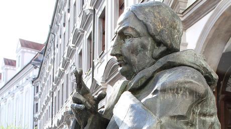 Copy%20of%20Bild_2_Johann_Michael_Sailer_Statue.tif