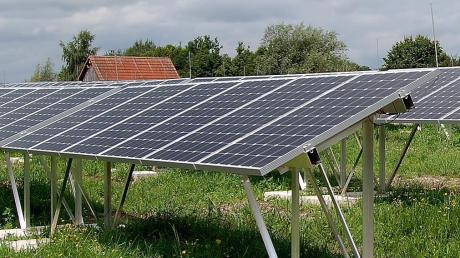 Auch auf dieser ehemaligen Deponie im Unterallgäu stehen inzwischen Fotovoltaik-anlagen. Das könnte auch in Wittislingen passieren.