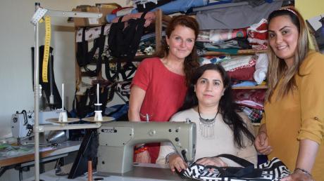 """Um weibliche Flüchtlinge zu integrieren, schuf das Wittislinger Netzwerk Asyl das Projekt """"Homeless Design"""". Es hat so gut funktioniert, dass alle Frauen eine Anstellung gefunden haben. Die Nähmaschinen stehen still."""