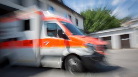Bei Bissingen ist es zu einem schweren Unfall gekommen. Dabei verletzten sich eine 20-Jährige sowie ein 28-Jähriger.