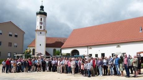 Gut besucht war der Historische Ortsrundgang durch Bachhagel, der im Rahmen des Jubiläumsprogrammes stattfand.