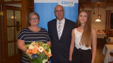 Stephan Herreiner mit Ehefrau Rosi und Tochter Hannah bei der Nominierungsversammlung der CSU.