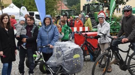 Einiges geboten war am Sonntag auf dem Herbstmarkt und der Gewerbeschau in Aislingen. Dort machten auch Teilnehmer des Donautal-Radelspaßes halt, denn eine Runde führte durch die Aschberg-Kommunen.